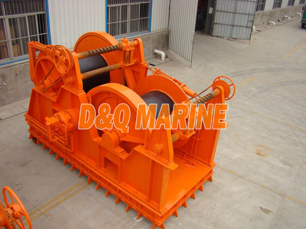 Hydraulic towing winch with 500kn pull